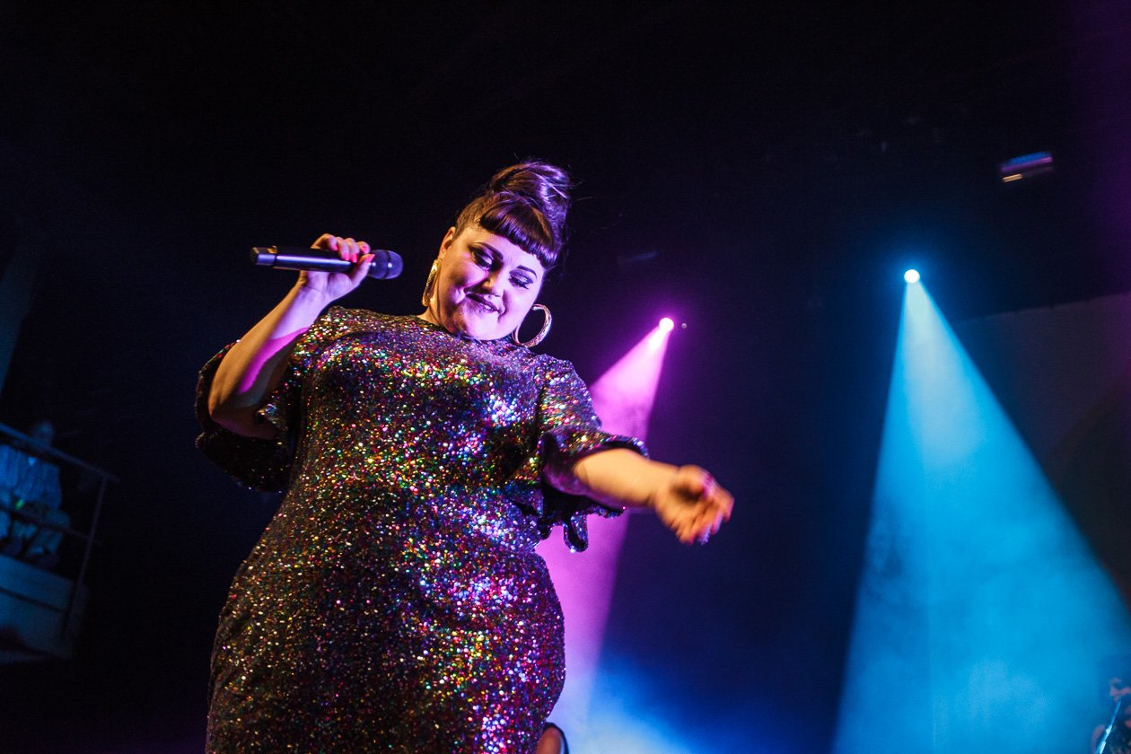 Die The Gossip-Frontfrau solo. – Beth Ditto.