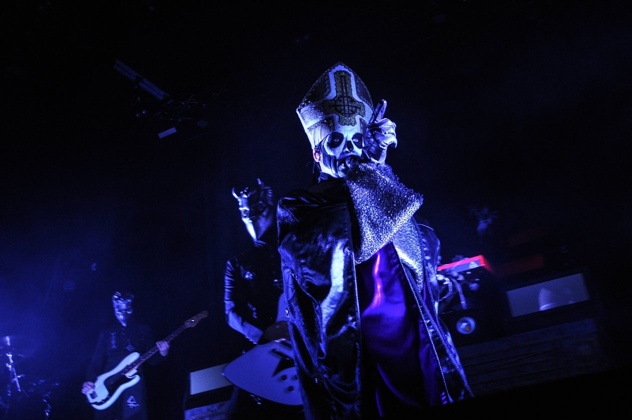 Body and Blood! Ghost live im Schlachthof Wiesbaden. – Alles neu im Hause Ghost.