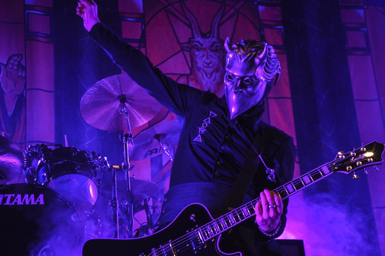 Body and Blood! Ghost live im Schlachthof Wiesbaden. – Finito.