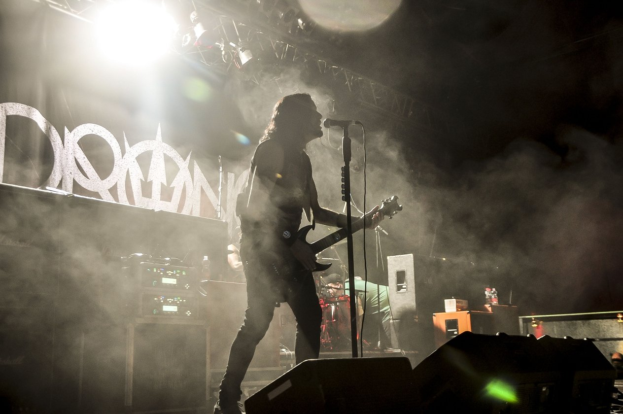 Prong – Die Groove-Metal-Pioniere geben anlässlich der After-Wacken-Party RheinRiot ein Stelldichein in der Domstadt. Snap your fingers, snap your neck! – Tommy Victor.