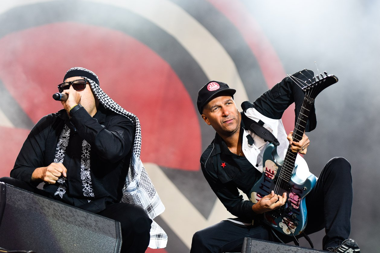 Prophets Of Rage – Play the guitar, man!