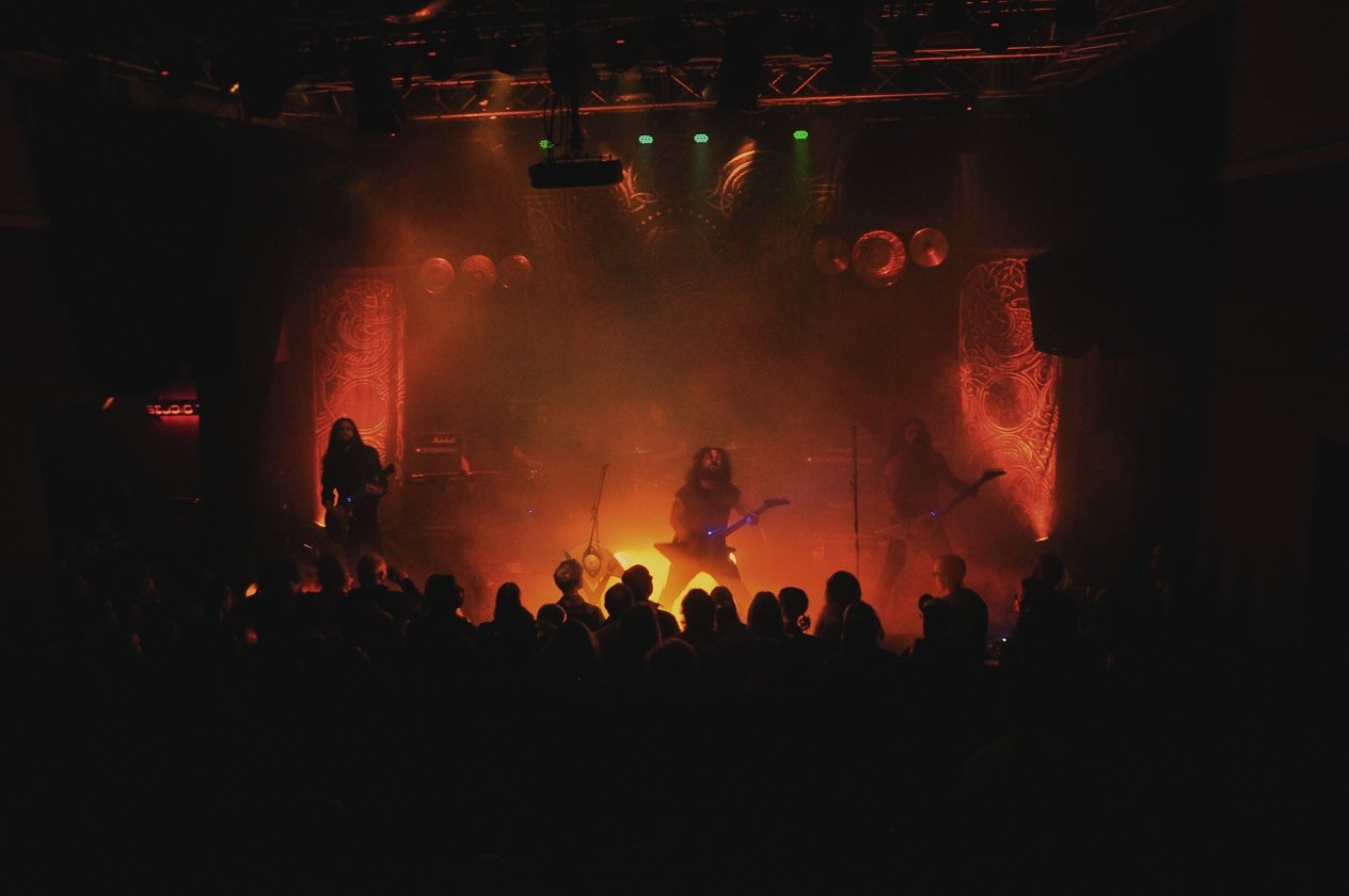 "Wolves In The Throne Room – Wolves In The Ruhrpott: ""Thrice Woven"" live in Bochum. – … muss auf Tour ohne seine Bruder auskommen."