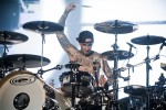 Travis Barker in action.|© laut.de (Fotograf: Michael Grein)