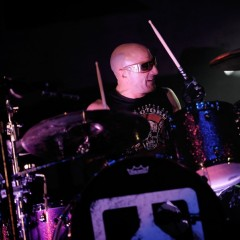 Vertritt Chili Pepper Chad Smith live: Drumpro Kenny Aronoff.