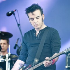 Simon Gallup.