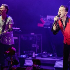 "Depeche Mode performen ""Spirit"" live ..."