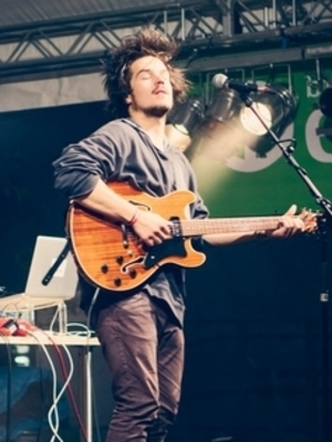 "Milky Chance: Neues Video zu ""Down By The River"""