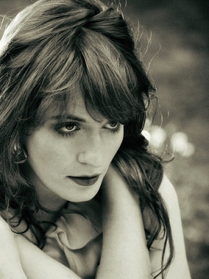 "Florence And The Machine: Neues Video zu ""How Big, How Blue, How Beautiful"""
