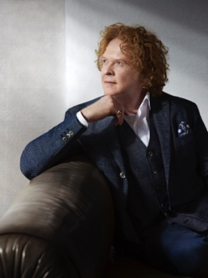 "Simply Red: Neuer Song ""Shine On"""