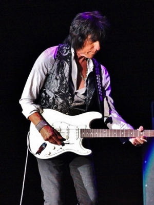 "Jeff Beck: Neuer Song ""Tribal"" exklusiv im Stream"