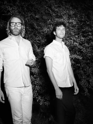 "El Vy: ""Need A Friend"" live"