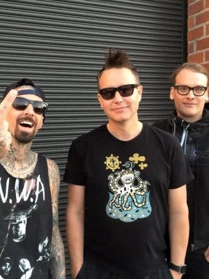 "Blink-182: Neue Single ""Rabbit Hole"" mit Matt Skiba"