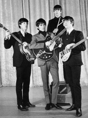"The Beatles: Video zu ""While My Guitar Gently Weeps"""
