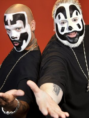 """Beautiful"": Insane Clown Posse covern Christina Aguilera"