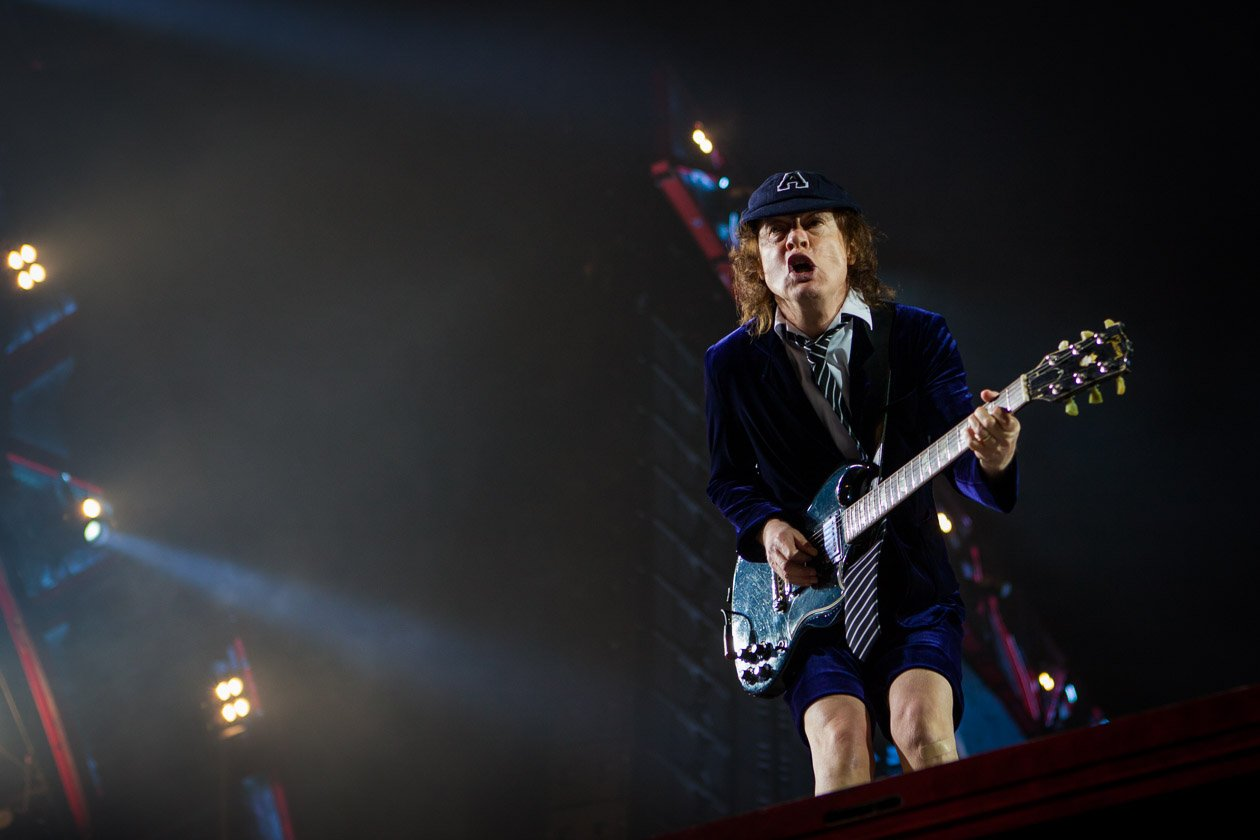 AC/DC – Mr. Guitar.