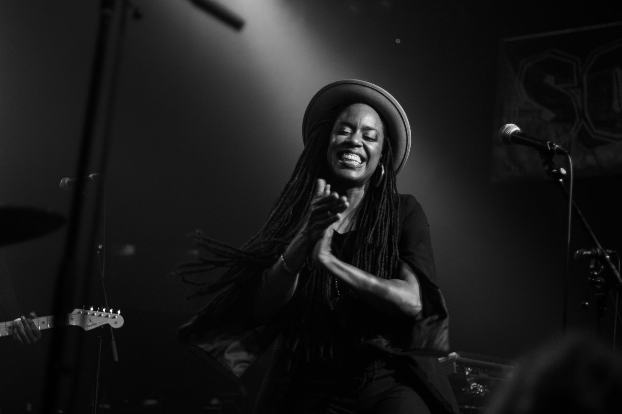 "Akua Naru feiert ""The Blackest Joy"": ""Joy as a political act. A form of resistance."" – The Blackest Joy."