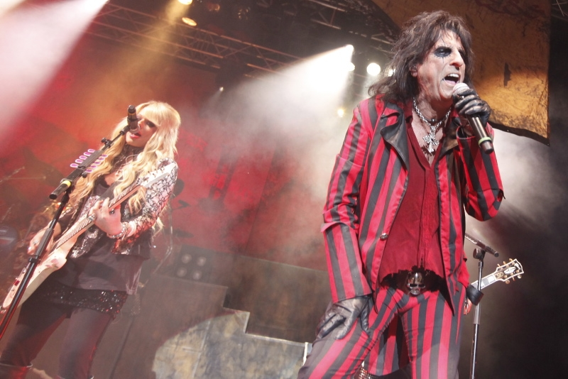 Alice Cooper – Einzige Deutschland-Show des Horror-Großmeisters 2012. – Between High School And Old School.