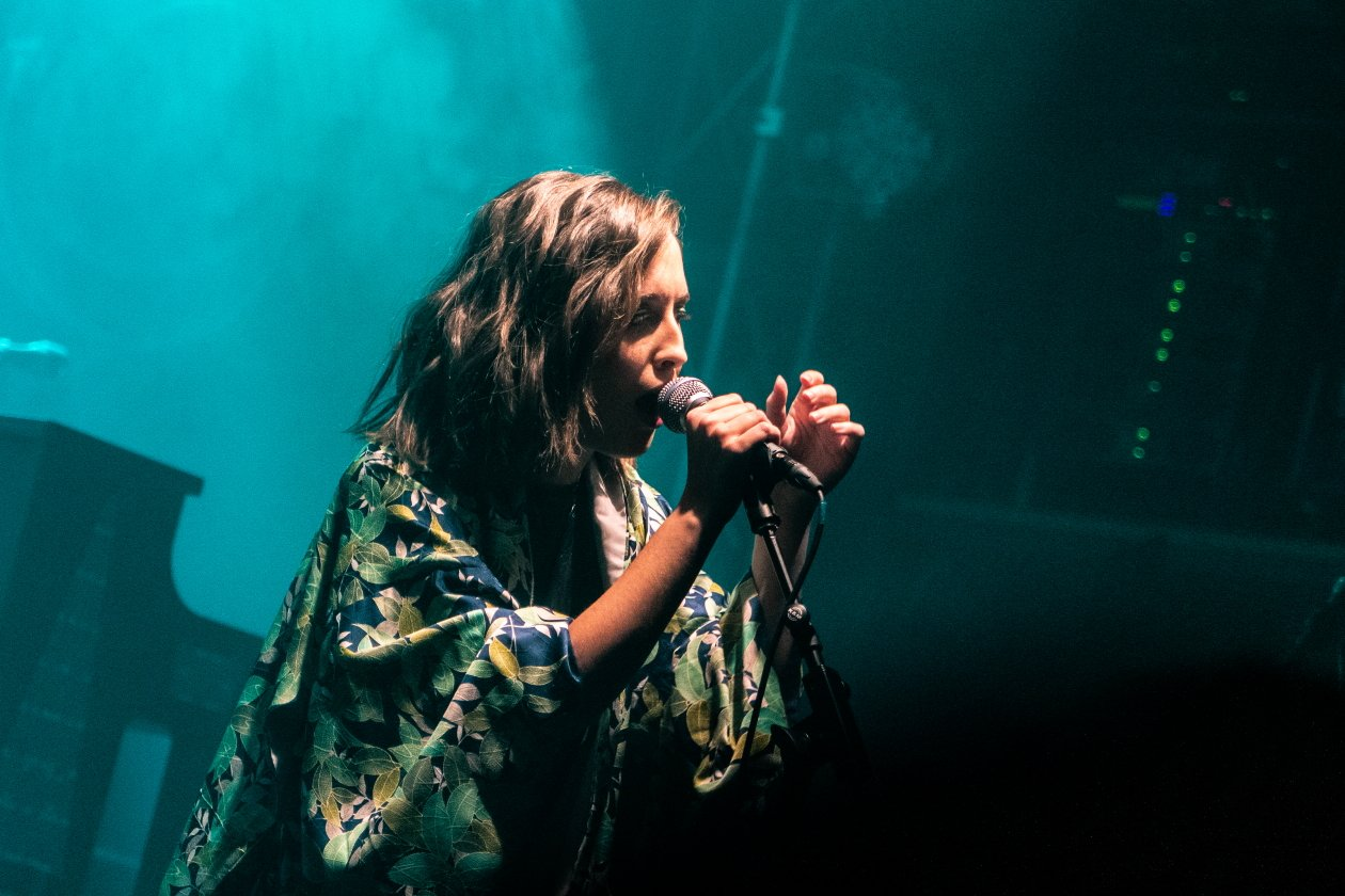 "Alice Merton letzter Gig vor ""MINT"" – mit Special Guest Bosse. – No roots, but well dressed."