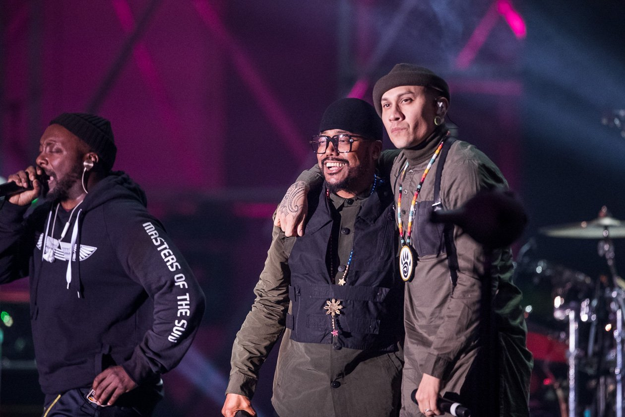 "Die Phase nach dem Abgang Fergies hat begonnen: das Trio live mit dem neuen Album ""Masters Of The Sun Vol. 1"" in der Koelnmesse. – Black Eyed Peas."