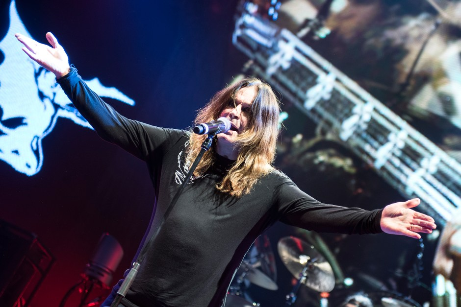 Black Sabbath – Fronter Ozzy.