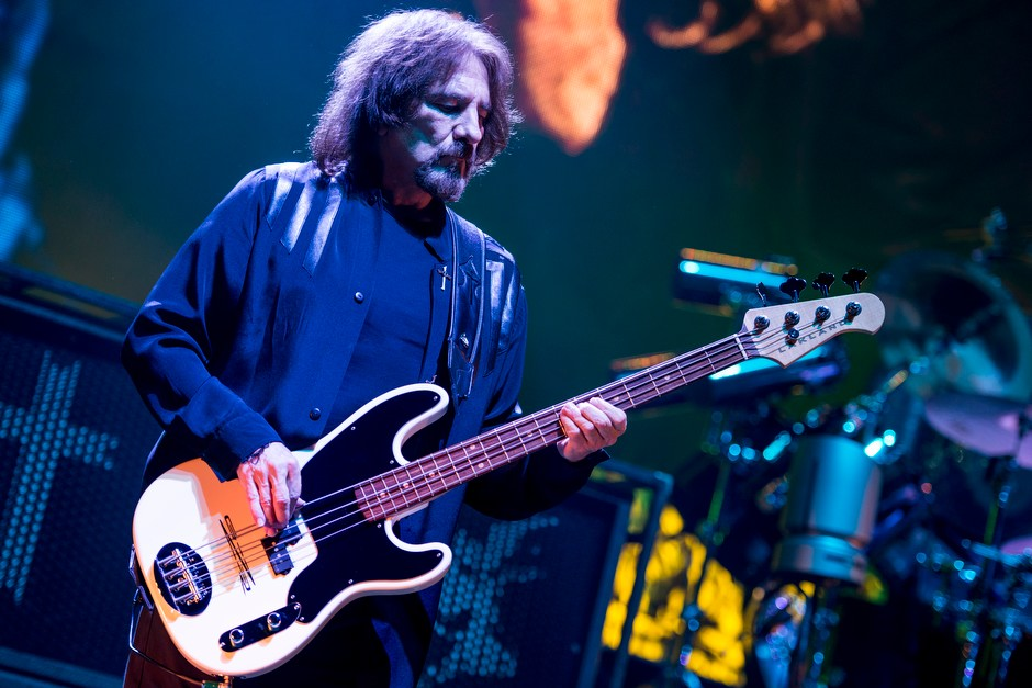 Black Sabbath – Geezer am Bass.