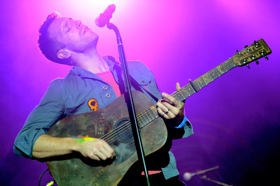 "Coldplay – Chris Martin beim Opener-Song ""Mylo Xyloto"""