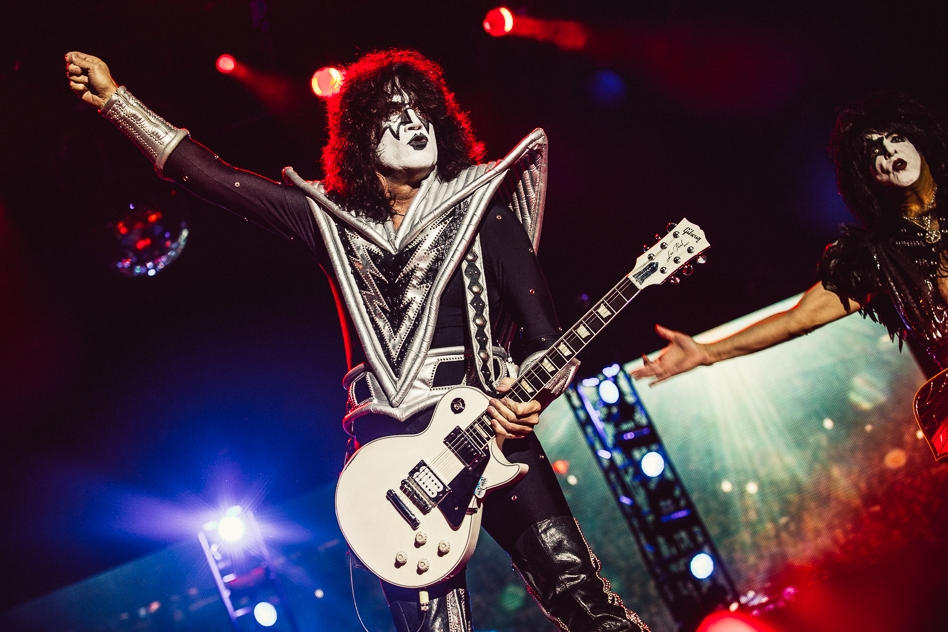 Kiss – Tommy.