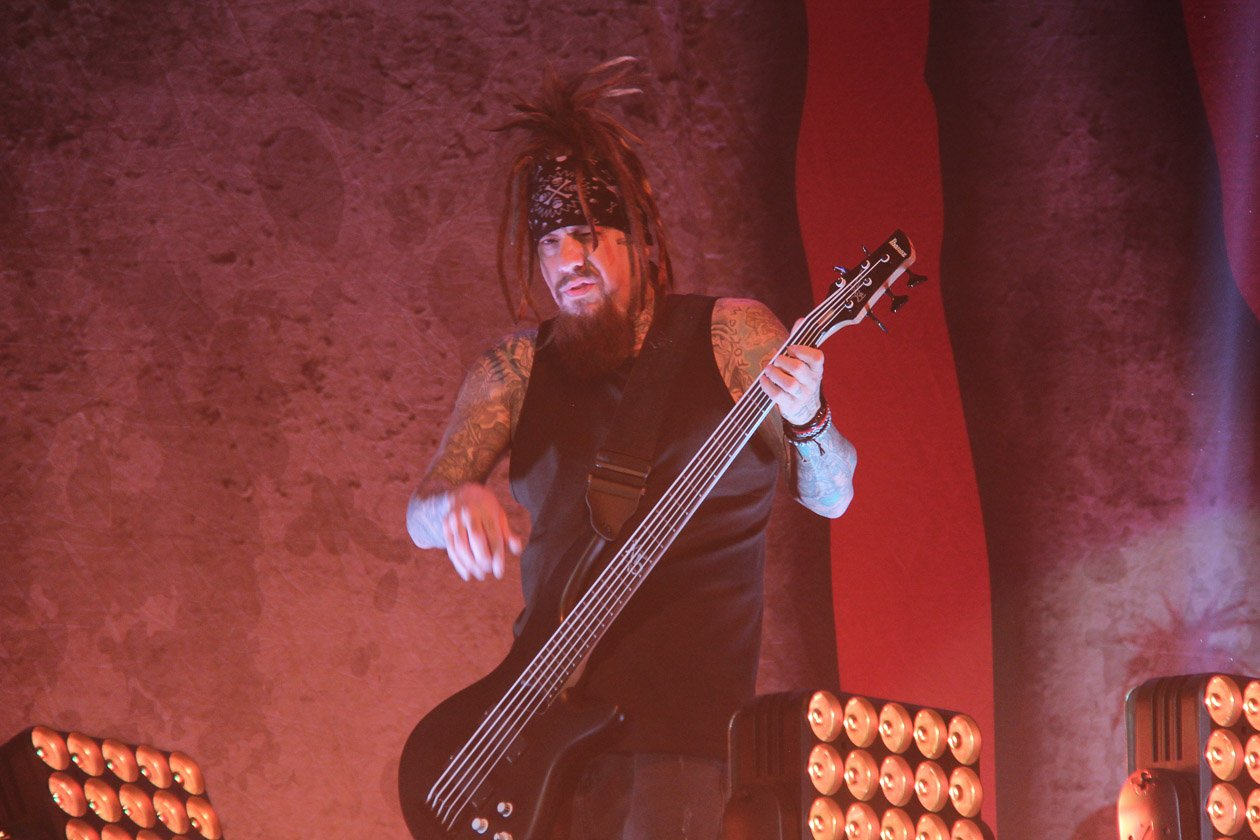 Korn – Fieldy am Bass.