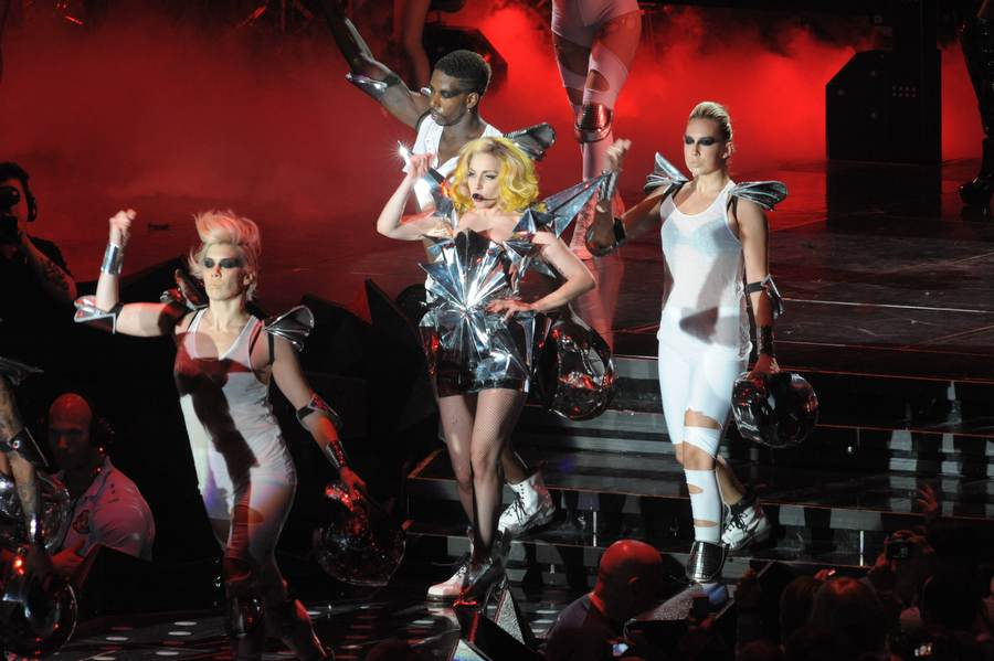 Auf Monsterball-Tour 2010: Lady Gaga. – Lady Gaga.