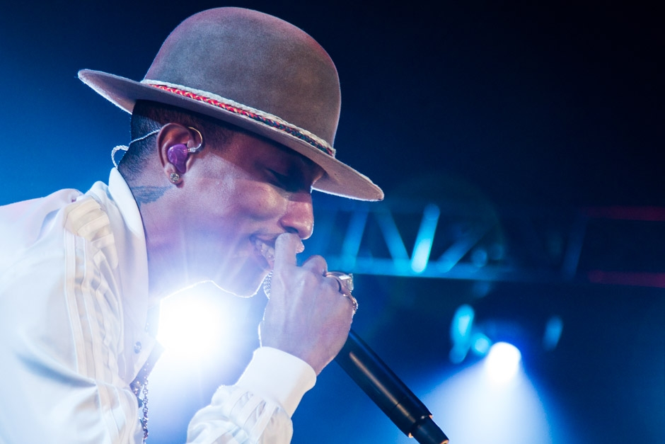 Pharrell Williams – A happy Superstar! – Blinded by the light.