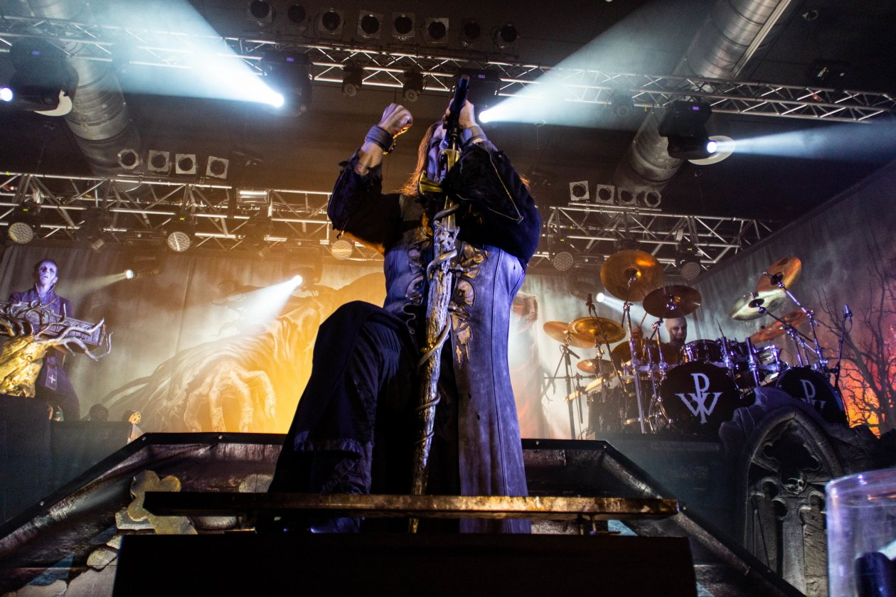 An Halloween heulen Powerwolf durch die Berliner Wolfsnacht. – Powerwolf.