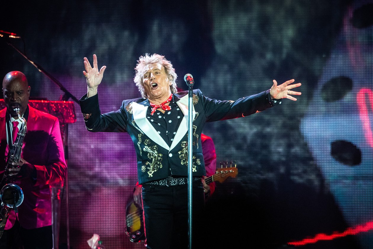 Have a drink on him!  Zum Auftakt der Europatour in Berlin. – Rod Stewart.