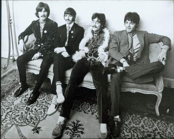 The Beatles – I sit, and meanwhile back.