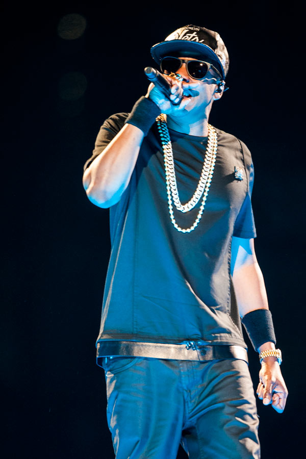 The Throne – You are now watching the throne! – Jay-Z
