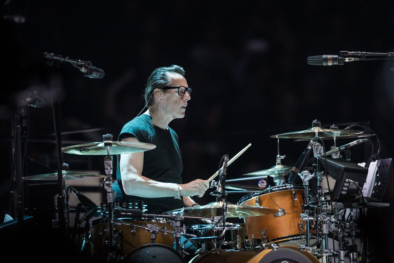 U2 beim Europa-Start der eXPERIENCE + iNNOCENCE Tour 2018 in Berlin – Larry Mullen junior an den Drums