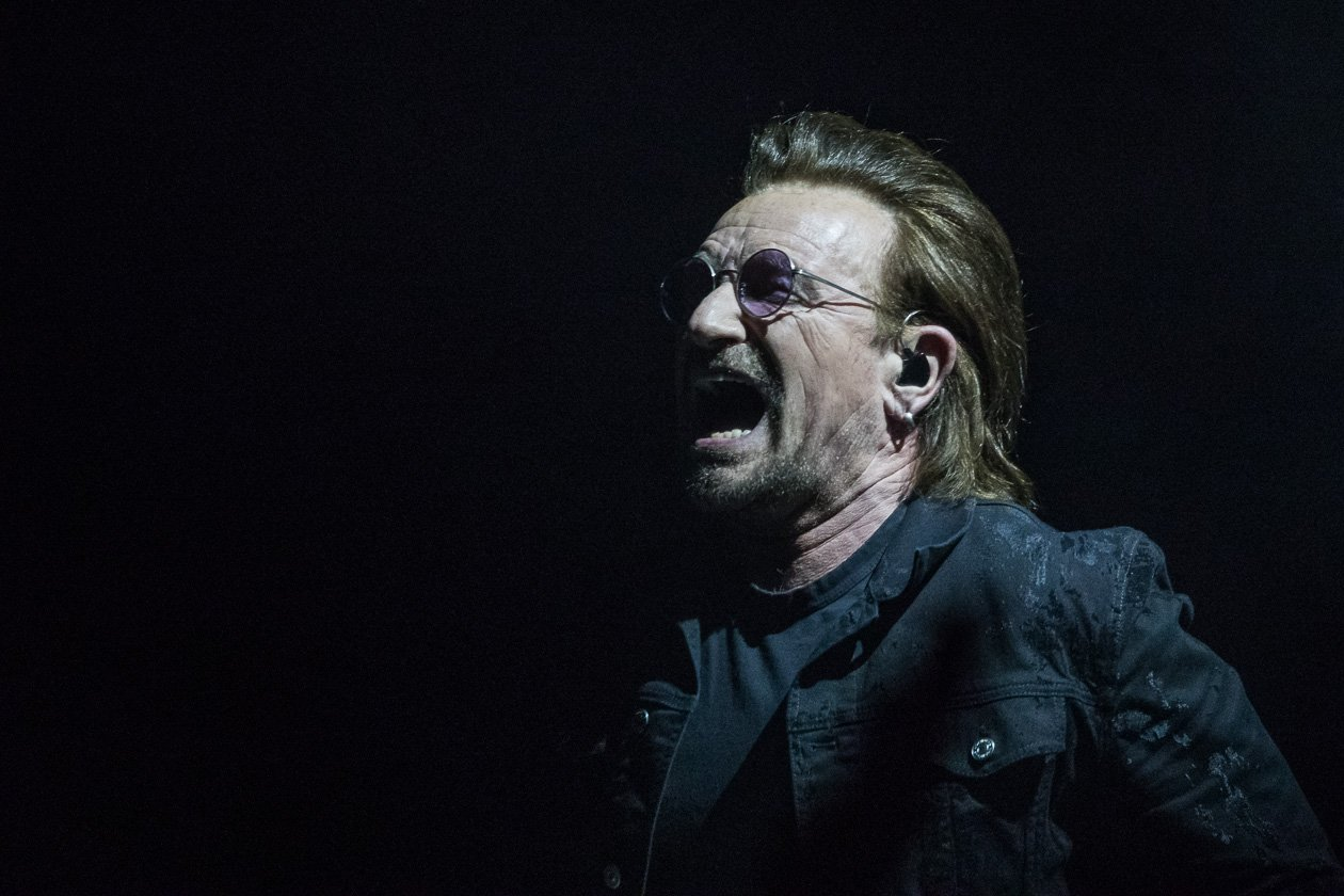 "U2 beim Europa-Start der eXPERIENCE + iNNOCENCE Tour 2018 in Berlin – ""No more Chemnitz!"" fordert Bono"
