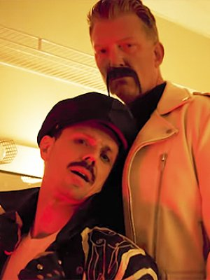 "Jake Shears: Josh Homme feiert den ""Big Bushy Mustache"""