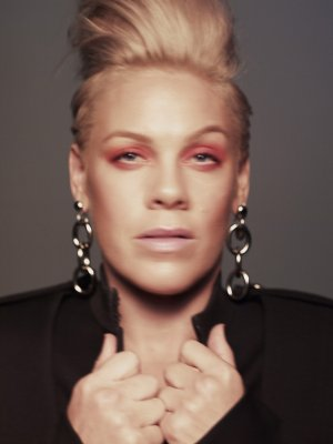 "Pink: Die neue Single ""Walk Me Home"""