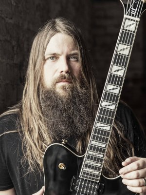 "Mark Morton: ""Cross Off"" feat. Chester Bennington im Video"