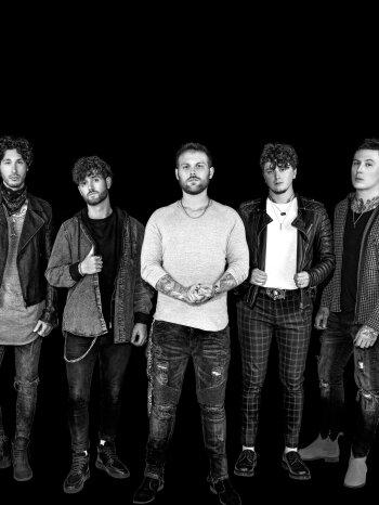 """Asking Alexandria: """"Wir sind eine komplett neue Band"""" – laut.de – Interview"""